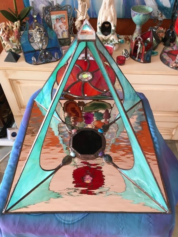 Niomé's protecting and space harmonising pyramid Altar